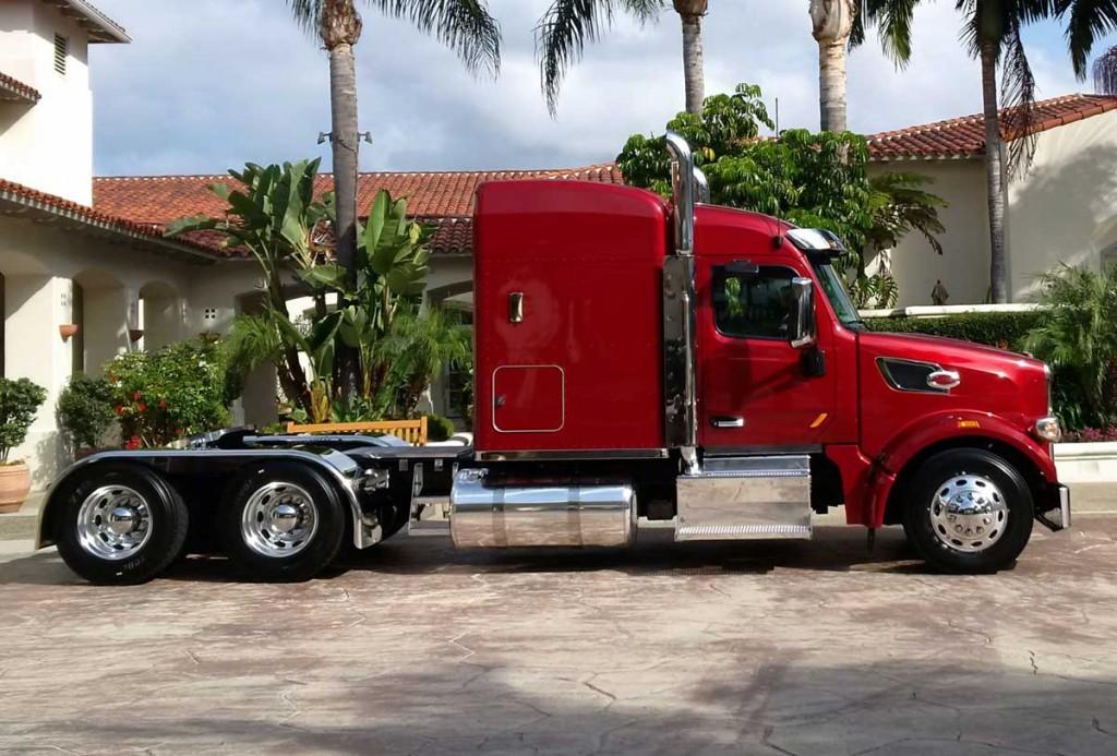 Model 567 Sleeper Camions Excellence Peterbilt