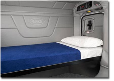 Le compartiment de couchette du Peterbilt 567 est disponible jusqu'à 80 pouces et en 3 différentes finitions intérieures