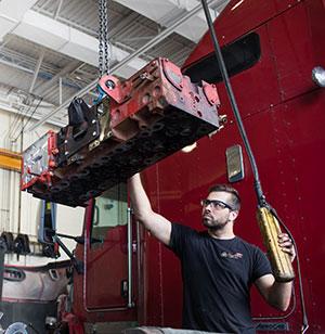 Réparation de moteurs de camions diesel et gaz naturel