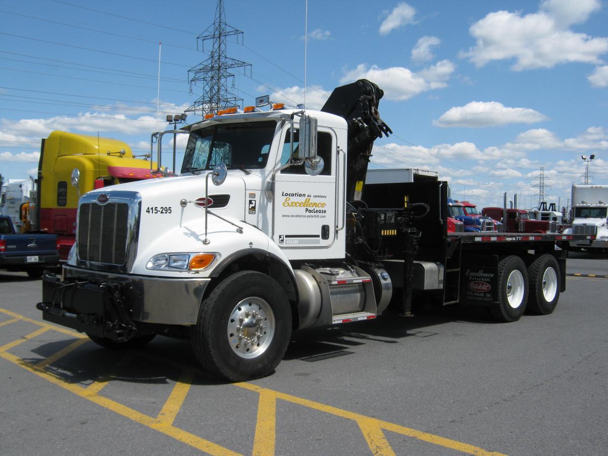 Un des nombreux modèles de camions lourds pour la location dont nous disposons