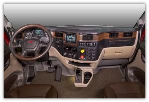 L'intérieur de la cabine du 567 Héritage est plus luxueuse et pensé en fonction du conducteur